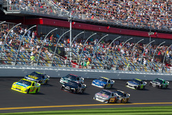 Paul Menard, Richard Childress Racing Chevrolet leads a group of cars