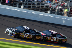 Matt Kenseth, Roush Fenway Racing Ford, Kevin Harvick, Richard Childress Racing Chevrolet