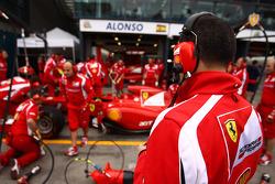 Scuderia Ferrari, pit stop practice
