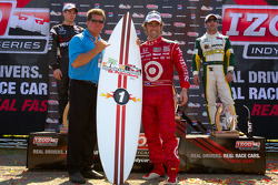 Podium: race winner Dario Franchitti, Target Chip Ganassi Racing
