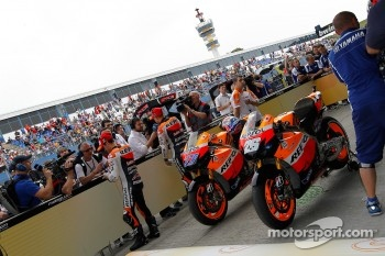 Pole winner Casey Stoner, Repsol Honda Team with second place Dani Pedrosa, Repsol Honda Team
