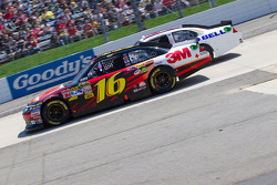 Greg Biffle, Roush Fenway Racing Ford and Travis Kvapil, Front Row Motorsports Ford