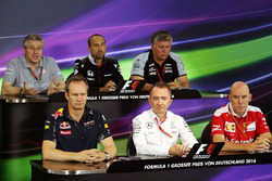 Press Conference: Pat Fry, Manor Racing Engineering Consultant; Matt Morris, McLaren Engineering Director; Otmar Szafnauer, Sahara Force India F1 Chief Operating Officer; Paul Monaghan, Red Bull Racing Chief Engineer; Paddy Lowe (GBR) Mercedes AMG F1 Execu
