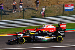 Nico Hülkenberg, Sahara Force India F1 VJM09 und Kimi Räikkönen, Ferrari SF16-H