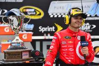NASCAR Sprint Cup Foto - Il vincitore della gara Kyle Larson, Chip Ganassi Racing Chevrolet