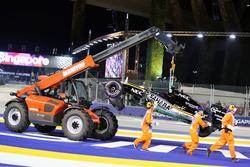 Marshals remove the Sahara Force India F1 VJM09 of Nico Hulkenberg