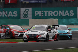 Kevin Gleason, Honda Civic TCR, West Coast Racing; Stefano Comini, Volkswagen Golf GTI TCR, Leopard Racing