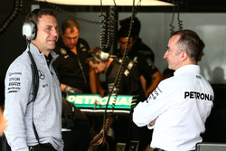 Paddy Lowe, Mercedes AMG F1 Executive Director (Technical) (Right)