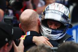 Race winner Sebastian Vettel, Red Bull Racing with Adrian Newey, Red Bull Racing, Technical Operations Director