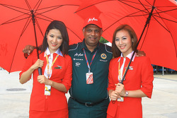 Tony Fernandez with his AirAsia's Stewardess