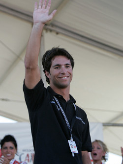 Bruno Junqueira presents the Miss Molson Indy 2005 winner