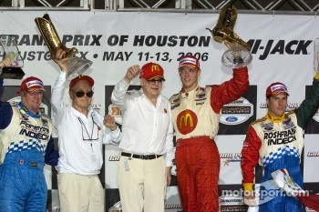 Podium: race winner Sébastien Bourdais with Paul Tracy and Mario Dominguez, joined by Paul Newman and Carl Haas