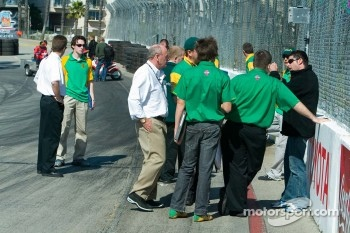 Team Australia discussing the track layout on Thursday