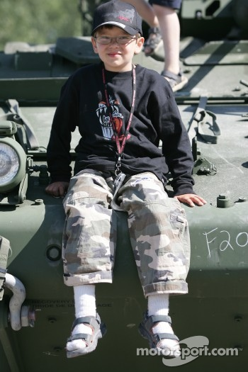 A young fan at the Canadian Army display