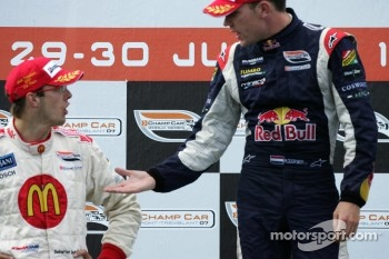 Podium: Sbastien Bourdais refuses to shake hands with Robert Doornbos