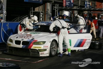 Pit stop for #56 BMW Motorsport BMW M3 GT: Andy Priaulx, Uwe Alzen