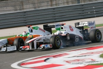 Adrian Sutil, Force India F1 Team and Kamui Kobayashi, Sauber F1 Team