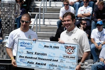 Tony Kanaan receives the Pole check
