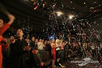 The crowd celebrates as Dan Wheldon accepts his championship trophy