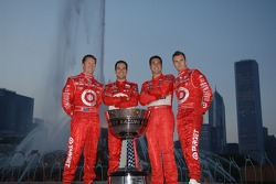 2006 IndyCar Series championship contenders photoshoot in Chicago: Scott Dixon, Helio Castroneves, Sam Hornish Jr. and Dan Wheldon
