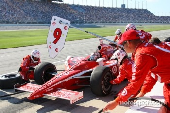 Pitstop for Scott Dixon