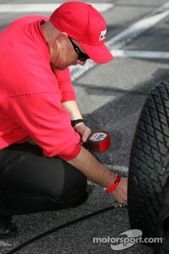 Target Chip Ganassi Racing crew member at work