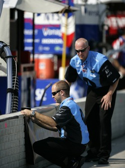 Andretti Green Racing team members prepare pit area