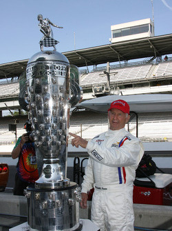 Honorary starter 1963 Indianapolis 500 winner Parnelli Jones with the Borg Warner Trophy