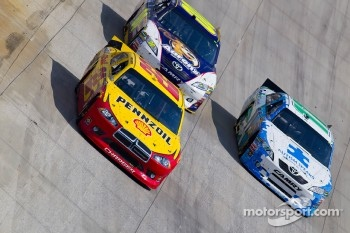 Kurt Busch, Penske Racing Dodge, David Reutimann, Michael Waltrip Racing Toyota and Denny Hamlin, Joe Gibbs Racing Toyota