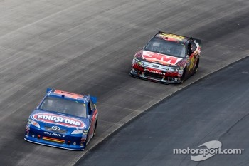 Bobby Labonte, JTG Daugherty Racing Toyota and Greg Biffle, Roush Fenway Racing Ford