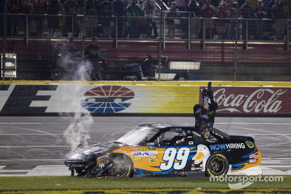 Winner Carl Edwards, Roush Fenway Racing Ford celebrates