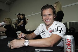 Dan Wheldon signs autographs