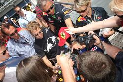 Sebastian Vettel, Red Bull Racing signing autographs