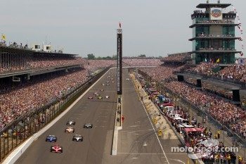 Start: Scott Dixon, Target Chip Ganassi Racing takes the lead