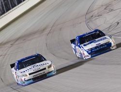 Elliott Sadler, Kevin Harvick Inc. Chevrolet and Carl Edwards, Roush-Fenway Ford