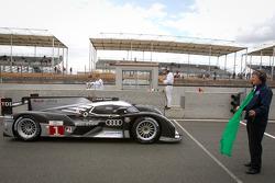 #1 Audi Sport Team Joest Audi R18 TDI: Timo Bernhard, Romain Dumas, Mike Rockenfeller takes the green flag