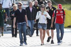 Nick Heidfeld, Lotus Renault GP and Felipe Massa, Scuderia Ferrari