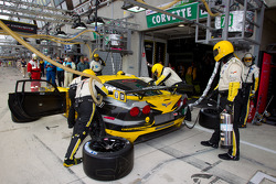 Pit stop for #73 Corvette Racing Chevrolet Corvette C6 ZR1: Olivier Beretta, Tom Milner, Antonio Garcia