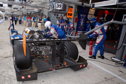 #10 Team Oreca Matmut Peugeot 908 HDI-FAP: Nicolas Lapierre, Loic Duval, Olivier Panis in the pits with damage