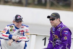 Mark Martin, Hendrick Motorsports Chevrolet and Matt Kenseth, Roush Fenway Racing Ford