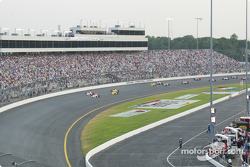 Start of the race: Helio Castroneves and Gil de Ferran leading the field