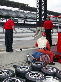 Kelley Racing crew members