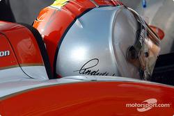 New helmet design for Dan Wheldon
