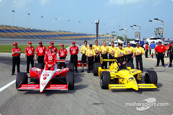 Front row for the Belterra Casino Indy 300: Sam Hornish Jr. and Scott Dixon with their teams