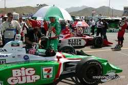 Dan Wheldon and Tony Kanaan on the starting grid