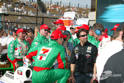 Tony Kanaan celebrates with Michael Andretti