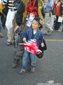 A young fan