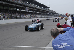 Vintage racers: Old timers cheering the old timers