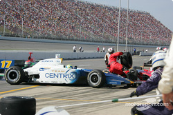Vitor Meira in trouble on pit road