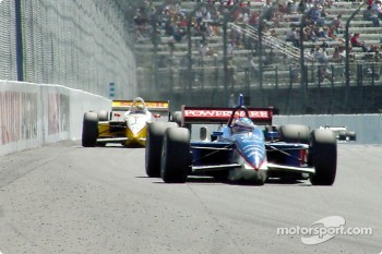 Kenny Brack chasing Scott Dixon